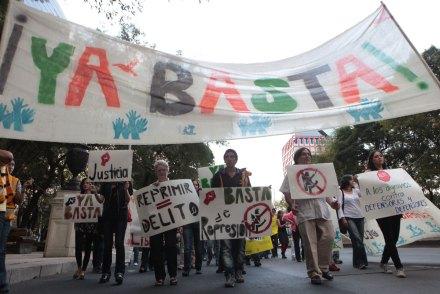 Defensores de derechos humanos marchan al Ángel. Foto: Miguel Dimayuga