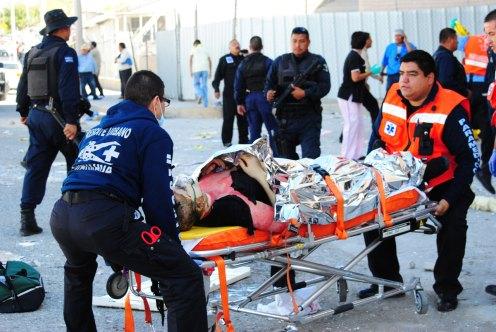Ciudad Juárez: Explosión en maquiladora de dulces deja 40 heridos y 20 desaparecidos. Foto: Ricardo Ruíz