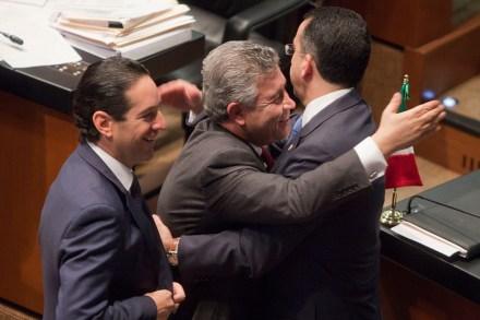 Domínguez, Penchyna y Lozano festinan la aprobación de la reforma energética. Foto: Octavio Gómez