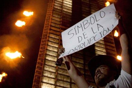 Una protesta contra la corrupción en la Estela de Luz. Foto: Germán Canseco