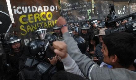 Simpatizantes de Morena mantienen protesta en el Senado. Foto: Benjamin Flores