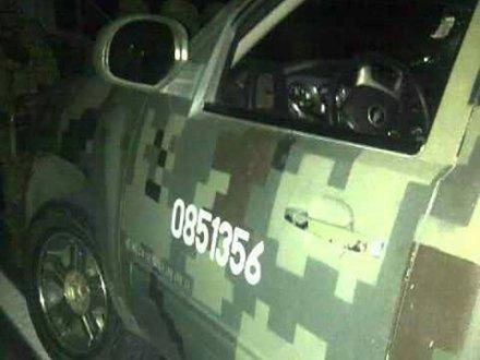 La camioneta donde viajaba el soldado. Foto: Valor por Michoacán