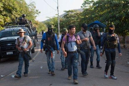 Autodefensas mantienen control en El Varal, Apatzingán. Foto: Miguel Dimayuga