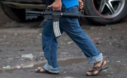 Autodefensas mantienen control en Antúnez, Michoacán. Foto: AP / Eduardo Verdugo