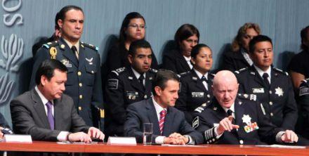 Osorio Chong, Peña Nieto y Mondragón. Foto: Benjamín Flores