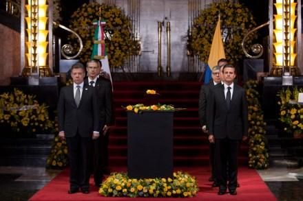 Santos y Peña durante el homenaje a García Márquez en Bellas Artes. Foto: Miguel Dimayuga
