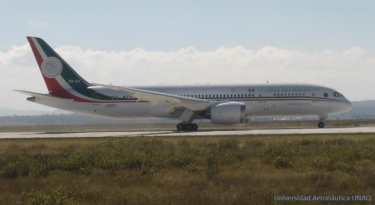 El nuevo avión del presidente en la base militar de Santa Lucía. Foto: Universidad Aeronáutica UNAQ