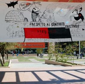 """La protesta del Sindicato de Trabajadores y Empleados de la Universidad Autónoma """"Benito Juárez"""" de Oaxaca. Foto: Margarita Martínez"""