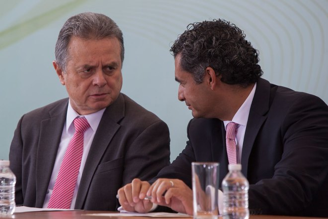 El titular de la Sener, Pedro Joaquín Coldwell y el director de la CFE, Enrique Ochoa. Foto: Octavio Gómez