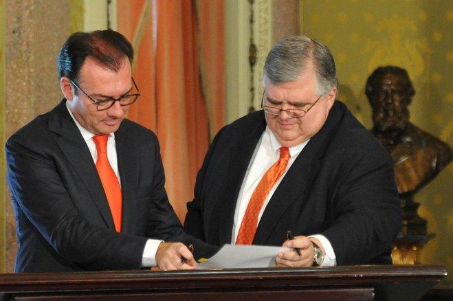 Videgaray y Carstens, titulares de Hacienda y del Banco de México, respectivamente. Foto: Especial