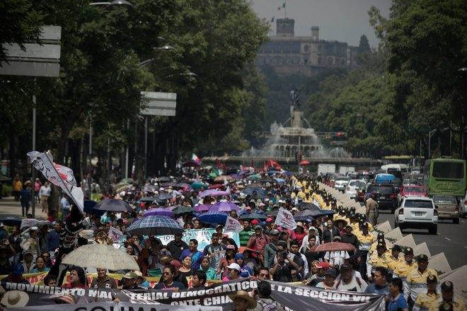 Maestros de la CNTE marchan en la Ciudad de México. Foto: Xinhua / Alejandro Ayala