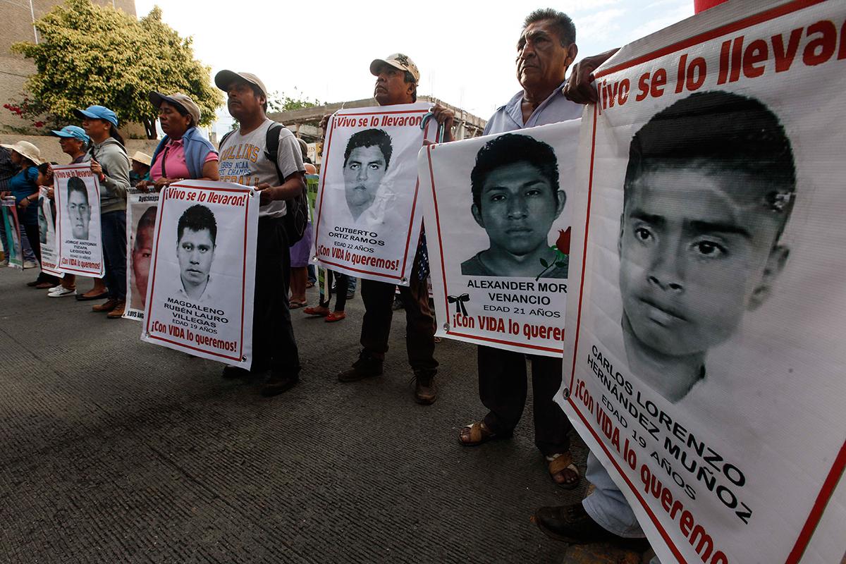 Familiares de los 43 protestan en Chilpancingo. Foto: Germán Canseco