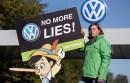 Activistas protestan contra Volkswagen en Wolfsburg, Alemania. Foto: AP / Michael Sohn