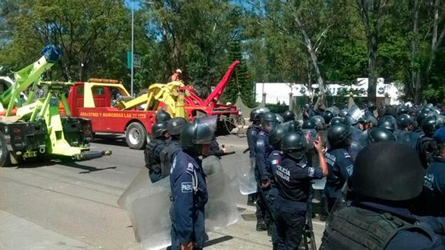 Bloqueo de maestros en la carretera 190. Foto: Oaxaca Capital