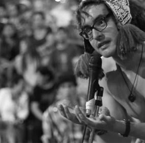 Uno de los vocalistas de Chintatá. Foto: Penzión Producciones