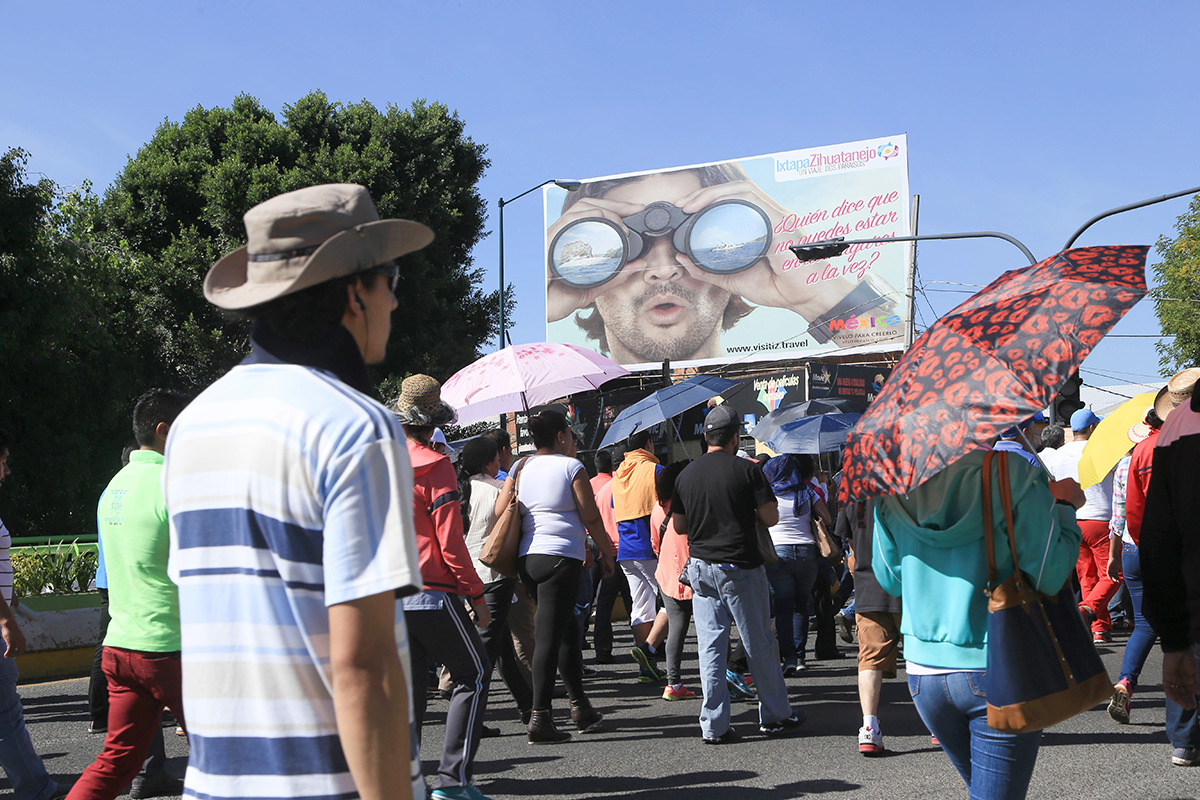 Maestros de la CNTE marchan en Morelia. Foto: Enrique Castro