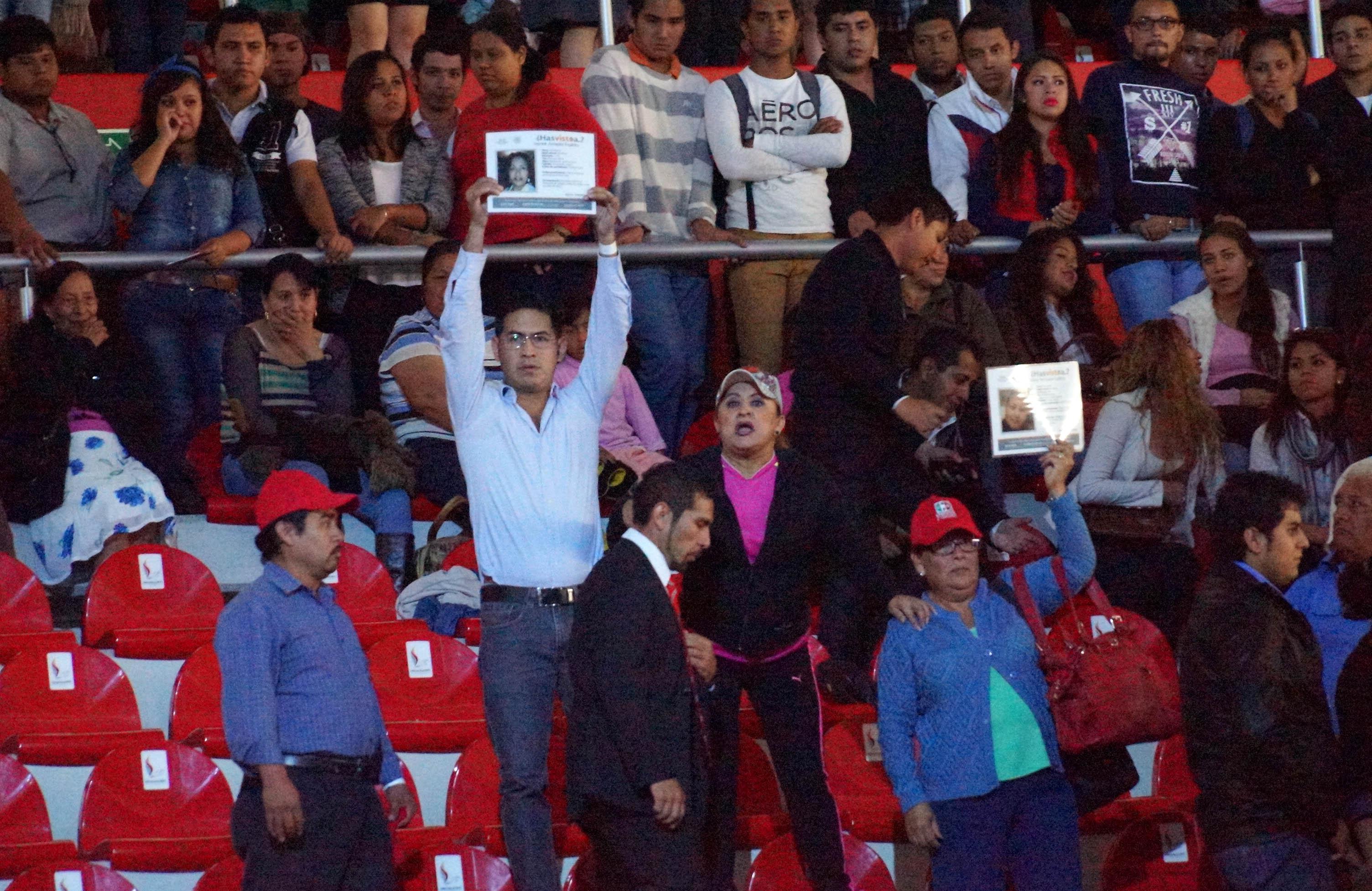 Familiares de desaparecidos protestan en informe de Duarte. Foto: Platanegra.mx