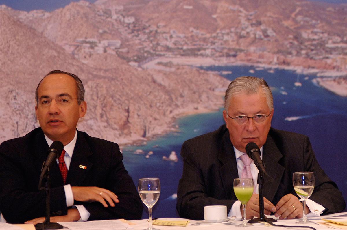 Felipe Calderón durante una reunión con el exdirector del Fonatur, Guillermo Gómez Mont en 2008. Foto: Miguel Dimayuga
