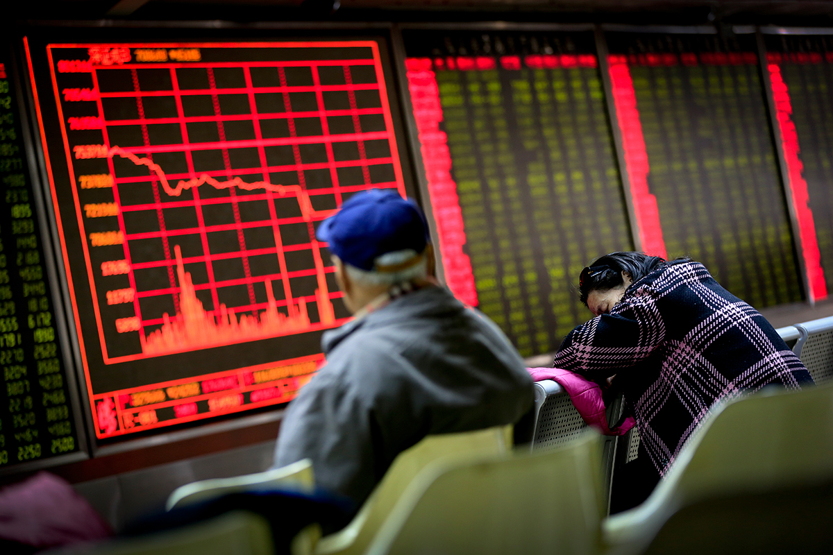 Se desploma la Bolsa en China. Foto: AP / Andy Wong