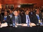 Giuseppe Mistretta, ambasciatore d'Italia ad Addis Abeba (secondo da sinistra) con il ministro dell'Industria d'Etiopia, Mebrahtu Meles