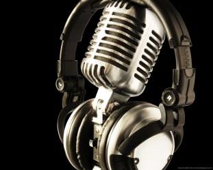 studio-mic-with-headphones