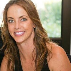 Alisa founded and owns a social media consulting and has recently launched a new coaching venture.