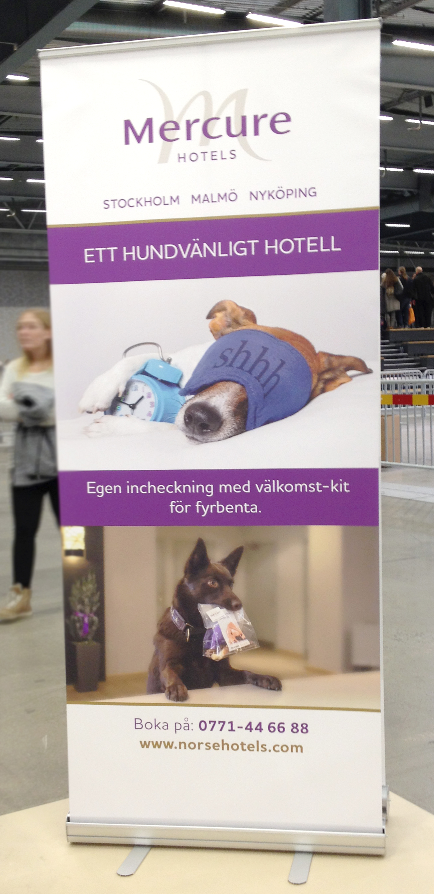 Roll up med info om Mercure Hotels hundkoncept.