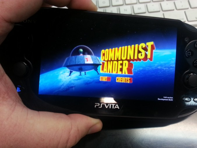Testeando Communist Lander en PS VITA