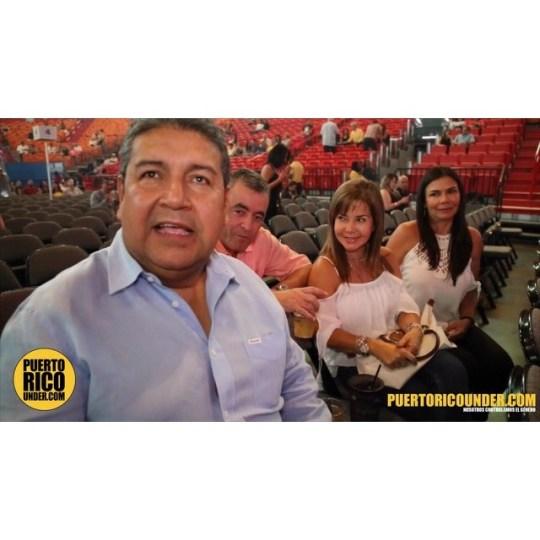 Fans de Carlos Vives le mandan saludos #miami #americanairlinesarena #vivesenmiami #carlosvives @carlosvives #lafiestadetodos #puertoricounder #letusdotheworkforyou #luiscarmona #fansdecarlosvives film/edit: Luis Carmona @letusdotheworkforyou @puertoricounder @luiscarmona #traslaperla