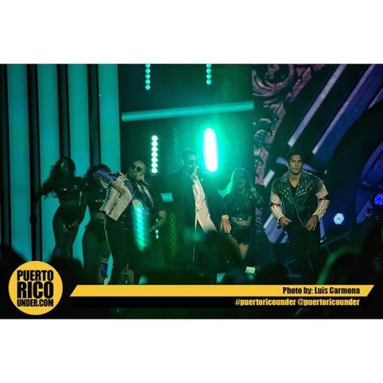 Chino Y Nacho feat. Daddy Yankee en Premios Tu Mundo. @chinoynacho @chinomiranda @nacholacriatura @pablovillalobos9 photo: Luis Carmona @puertoricounder @letusdotheworkforyou @luiscarmona #daddyyankee #chinoynacho #premiostumundo
