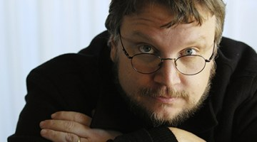 """Guillermo Del Toro poses in Beverly Hills, California, in this December 18, 2006 file photo. The filmmaker who was directing two movies based on J.R.R. Tolkien's """"The Hobbit"""" has stepped down after two years on the project amid studio delays and schedule conflicts. REUTERS/Chris Pizzello/Files  (UNITED STATES - Tags: ENTERTAINMENT PROFILE)"""