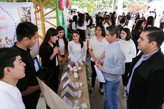 Proyectos-Emprendedores-presentan-alumnos-de-la-UA-Prepa-Guamúchil,-URCN-UAS.12.12-(20)