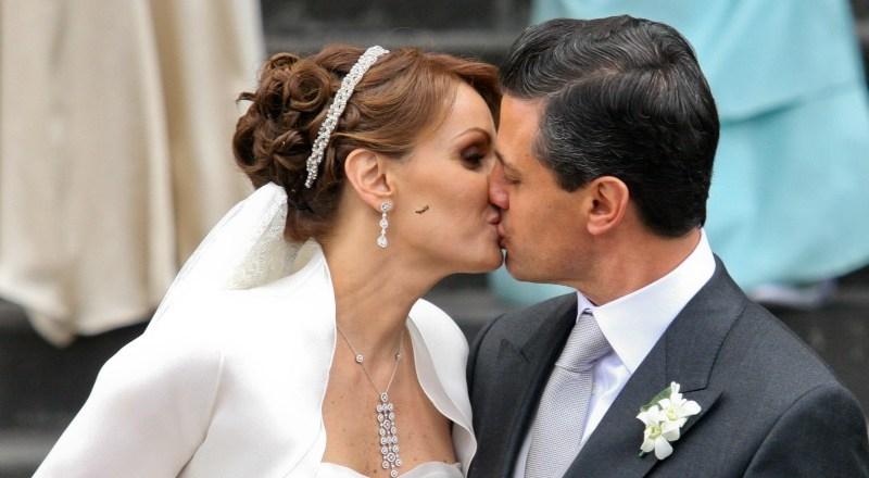 La boda del Presidente Enrique Peña y la actriz Angélica Rivera desata polémica. Foto ariesteguinoticias.com