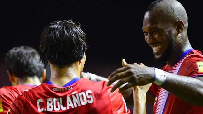 Kendall Waston y Christian Bolaños seleccionados Costa Rica Foto AFP.fifa.com