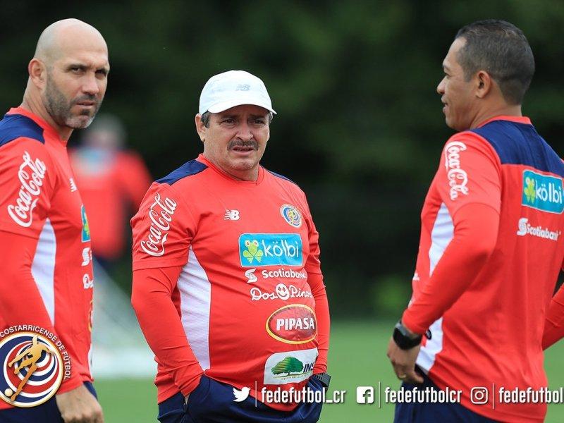 Oscar Ramírez, Luis Maín en el entrenamiento ayer jueves. Foto fedefutbol.com