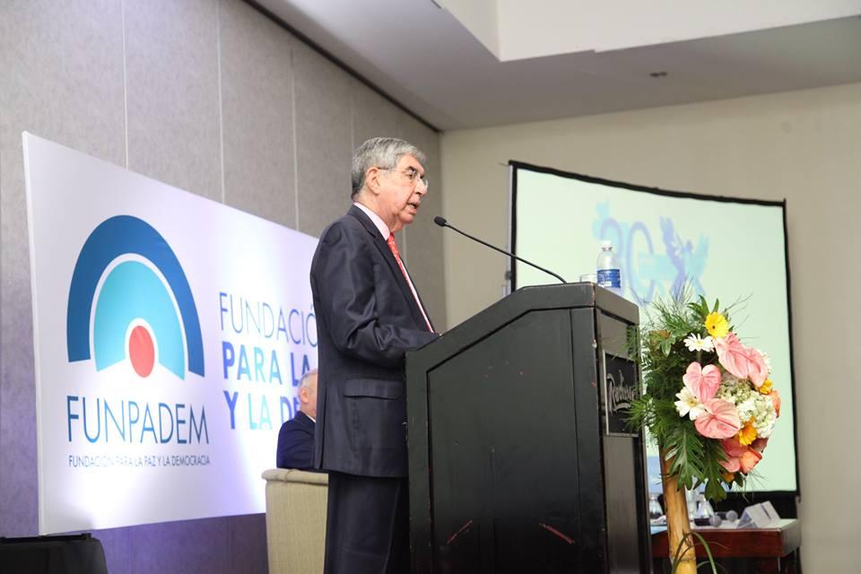Oscar Arias. Foto Facebook Funpadem