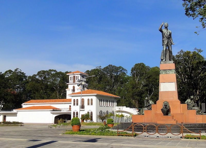 Costa Rica estatua León Cortes. Google Images