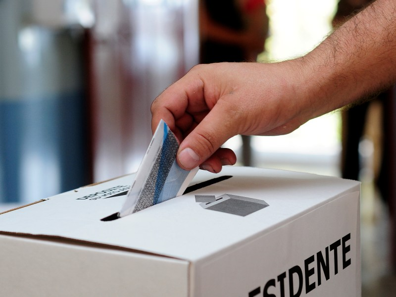 A man casts his vote in San Jose, during the one-candidate presidential vote, on April 6, 2014. Voting got under way in Costa Rica on Sunday, where historian and former diplomat Luis Guillermo Solis faced no opposition in the country's presidential run-off election. His lone rival in the race, conservative contender Johnny Araya, dropped out last month after polls showed he would be soundly defeated, giving the centrist Solis an easy glide path toward victory in the election to lead this country of some five million people. AFP PHOTO / ESTEBAN DATO