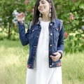 Boho chic: Long lace dress & Denim sparkling jacket