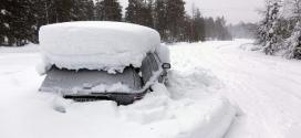 رويترز – بالصور: شرطه الانقاذ في السويد تعثر على رجل محبوس في سيارته وسط الثلوج منذ شهرين