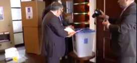 فيديو: الرئيس العراقي طالباني يدلي بصوته بالأنتخابات وهو على كرسي متحرك