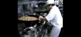فيديو: طاهٍ صيني يصنع الطعام لـ60 زبون دفعة واحدة !