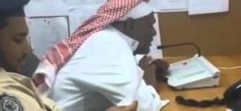 فيديو: موظف بمستشفى سعودي يودع الموظفين عبر الميكروفون !