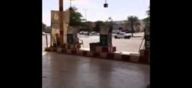 فيديو: مواطن سعودي يكتشف غش في محطه بانزين #تلاعب_بالاسعار !!