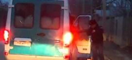 فيديو: شاب يفشل في الهروب من باص #شرطة بطريقة مضحكة !