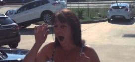 شاهد : شاب يُهدي والدته سيارة جديدة في عيد ميلادها !