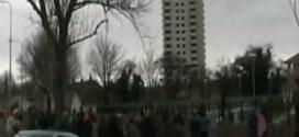 شاهد : لحظة انهيار برج سكني عملاق في ثوانِ !