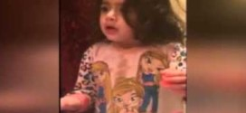 """فيديو : طفلة تؤنب عائلتها على استخدام جهازها الـ""""آي باد"""""""
