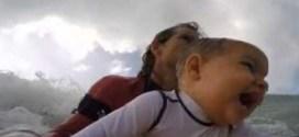 فيديو : طفل عمره ٦ أشهر يهوى ركوب الأمواج !