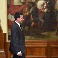 Italian premier Matteo Renzi welcomes French Prime Minister Manuel Valls (R) at Chigi Palace in Rome, 26 April 2014. ANSA/ETTORE FERRARI